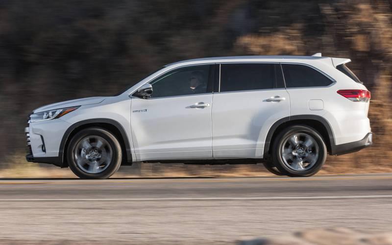 Comparison Toyota Land Cruiser 4dr 2017 Vs Toyota