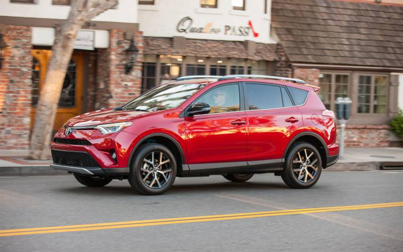 Comparison Toyota Chr 2018 Vs Toyota Rav4 Se 2017