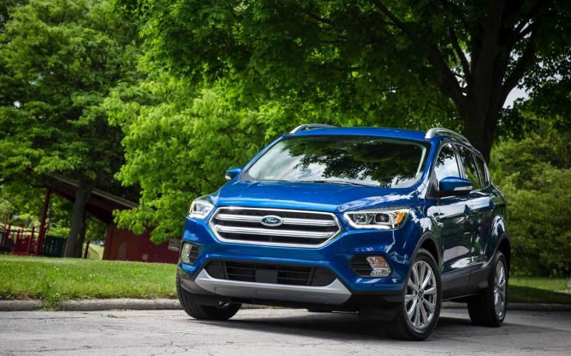 Comparison - Ford Escape SEL 2018 - vs - Nissan Rogue SL 2018 | SUV Drive