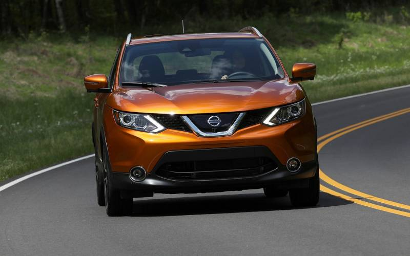 Comparison nissan rogue sport sl 2017 vs honda cr v for Which is better nissan rogue or honda crv