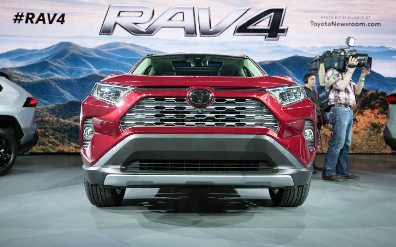 comparison toyota rav4 limited 2019 vs hyundai creta sx 2018 suv drive. Black Bedroom Furniture Sets. Home Design Ideas