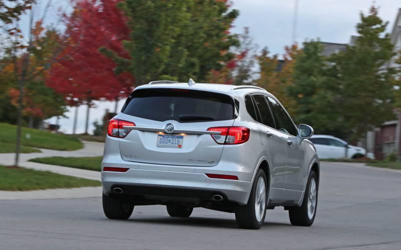 Comparison - Buick Envision Essence 2018 - vs - Mitsubishi ...