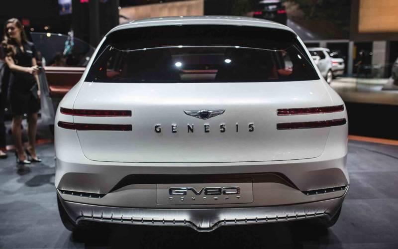 Comparison - Audi Q8 Hybrid 2018 - vs - Genesis GV80 2018 ...