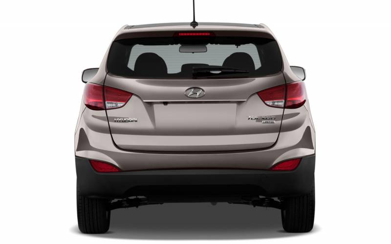 comparison hyundai tucson gls 2015 vs mitsubishi outlander phev 5hs hybrid 2017 suv drive. Black Bedroom Furniture Sets. Home Design Ideas