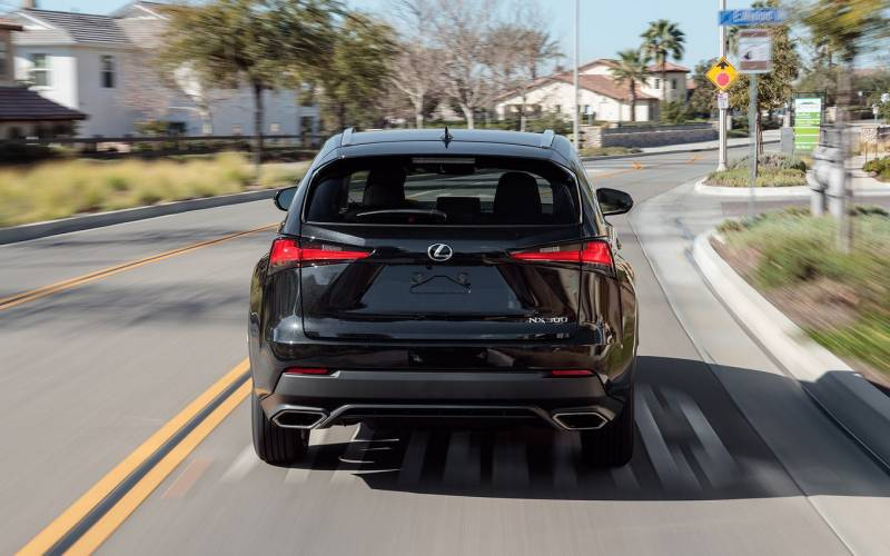 Comparison Lexus Nx 300h Awd 2018 Vs Cadillac Xt4