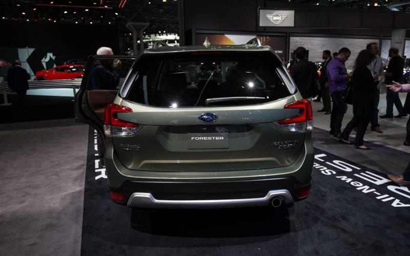 Toyota Suv Names >> Comparison - Subaru Forester Sport 2019 - vs - Toyota RAV4 ...